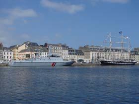 Le Belem et le Flamant dans le Bassin du Commerce